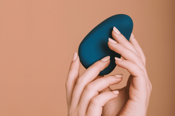 How To Use Palm-Fit Vibrator For Full Vulva Stimulation